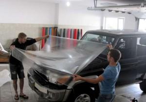 Тонирование стекол авто с помощью пленки llumar тонировка